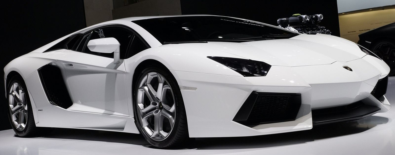 Superieur ... Lamborghini Aventador ...